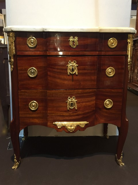 achat vente commodes petite commode la grecque estampille j f leleu paris vers 1765. Black Bedroom Furniture Sets. Home Design Ideas