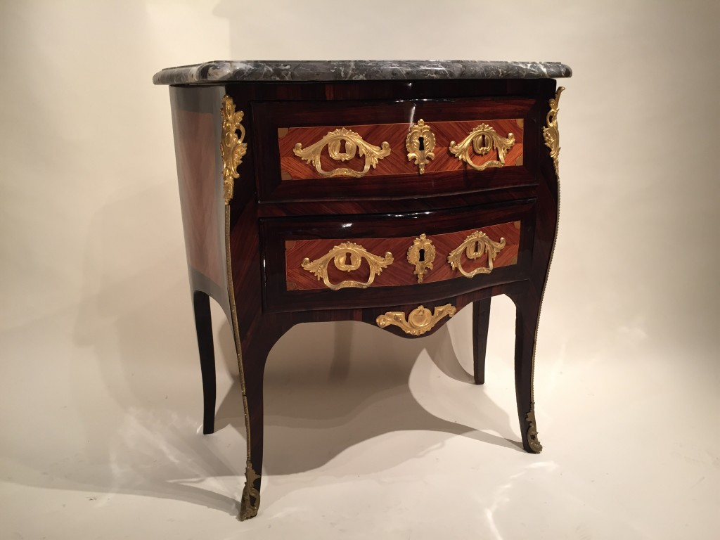 achat vente commodes petite commode galb e par jc ellaume paris poque louis xv antiquit s. Black Bedroom Furniture Sets. Home Design Ideas
