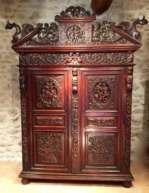 achat vente armoires armoire biblique en noyer symbolisant la justice languedoc poque louis. Black Bedroom Furniture Sets. Home Design Ideas