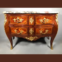 Commode galbée estampillée Saunier, Paris époque Louis XV Commodes
