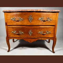 Commode en noyer par Jean François Hache à Grenoble, ép Louis XV. Commodes
